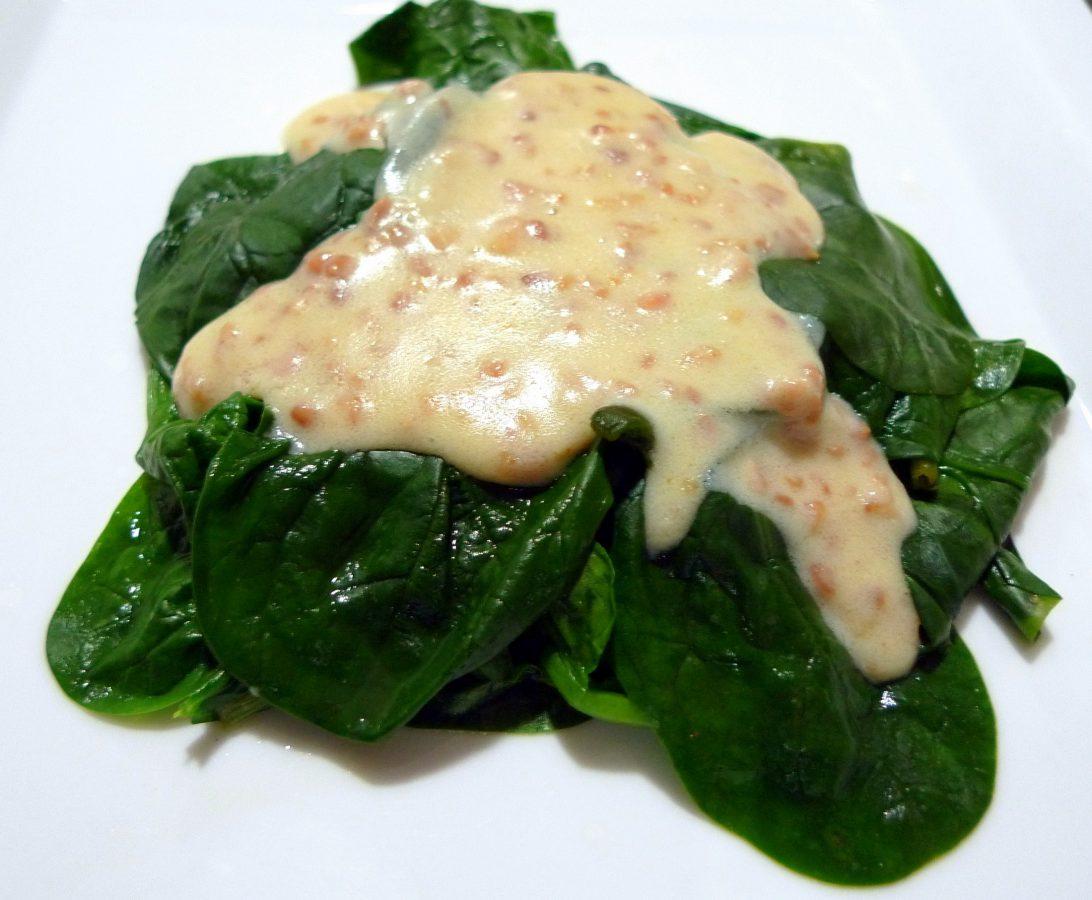 Espinacas a la crema de queso y almendras