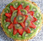 Tarta de crema pastelera, fresas y kiwi