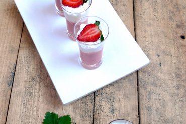 Gazpacho de Fresas con espuma de queso 1