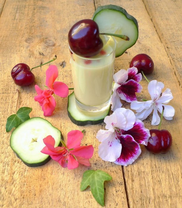 Crema de pepino, yogur y melocotón