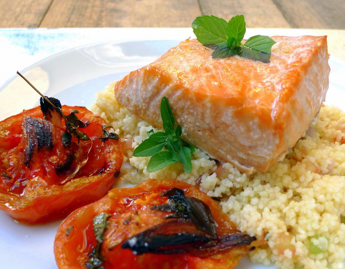 Salmón con cuscús y tomates asados