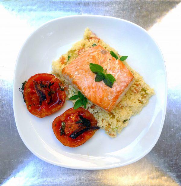 Salmón al horno con tomates asados y cuscús