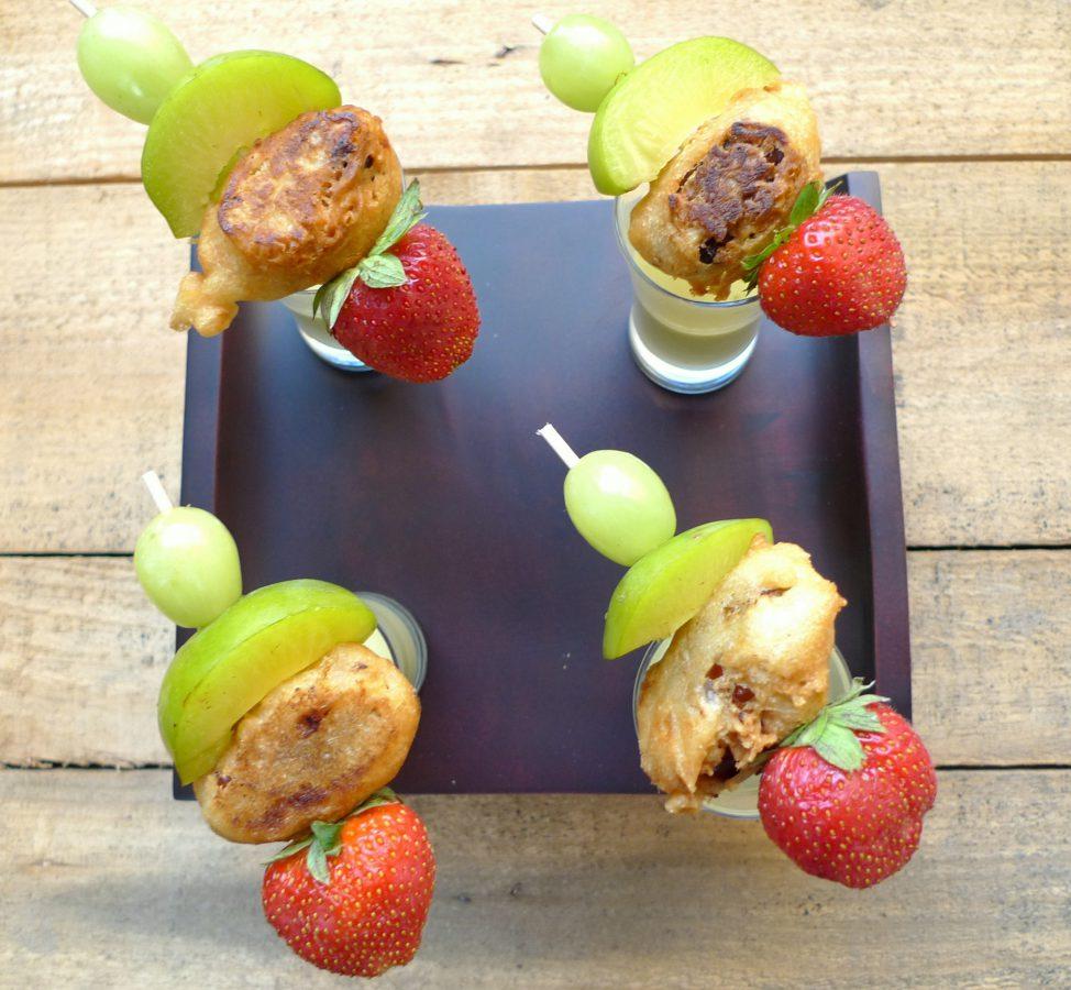 Crema de pepino y ciruelas con brocheta de frutas 1