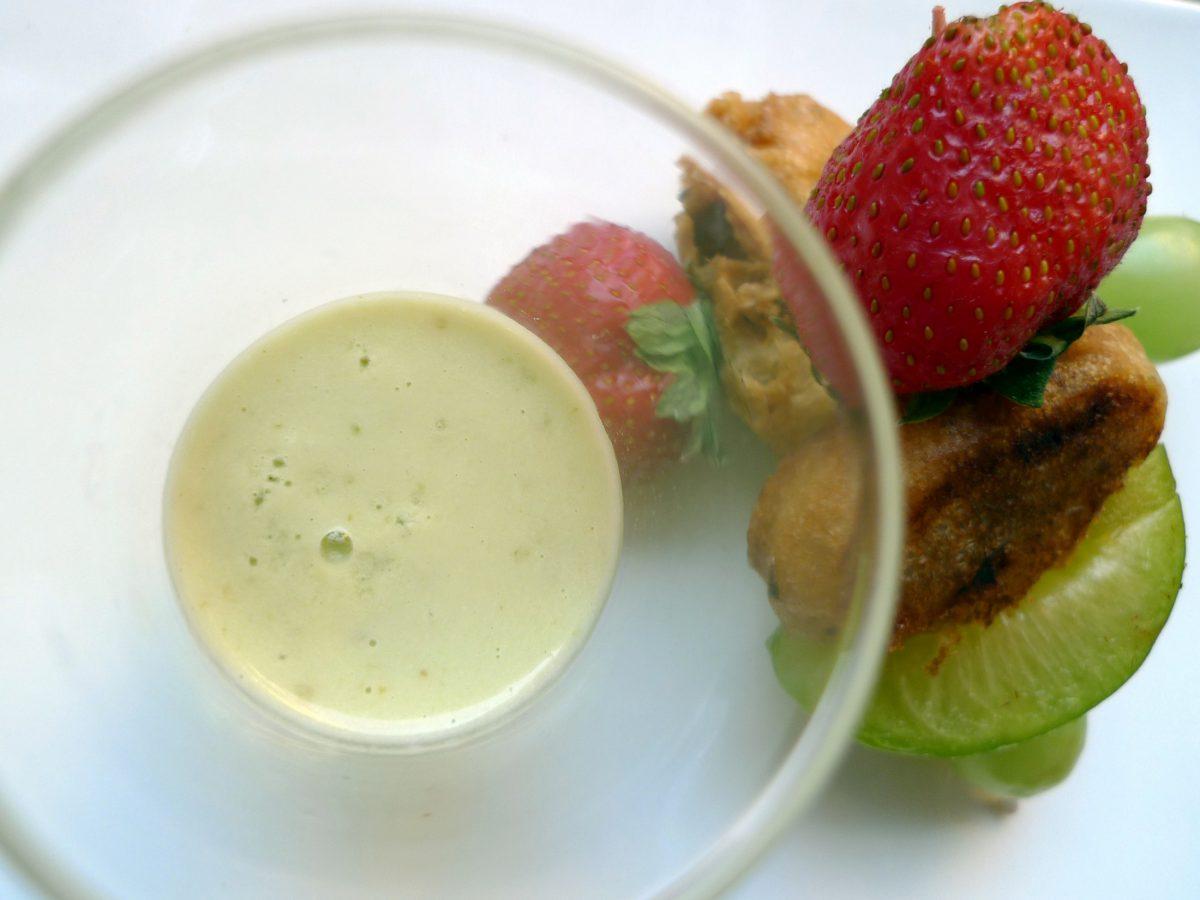 Crema de pepino y ciruelas con brocheta de frutas 7