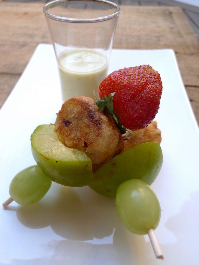 Crema de pepino y ciruelas con brocheta de frutas 8