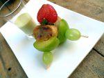 Crema de pepino y ciruelas con brocheta de frutas 9