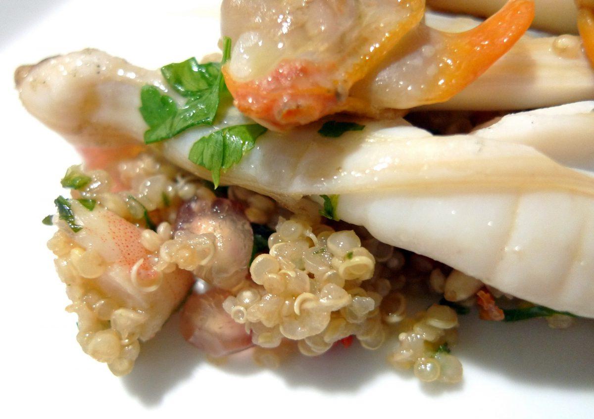 Ensalada de quinoa con granada, navajas y berberechos 1