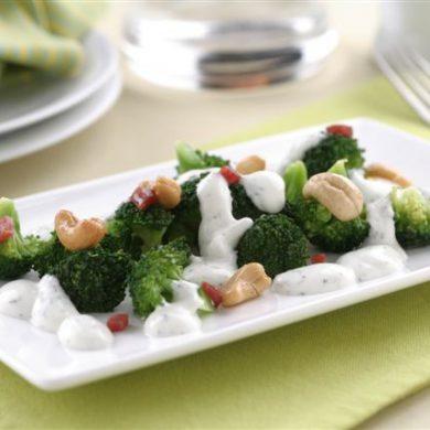 Receta de brocoli salteado con anacardos, cecina y philadelphia