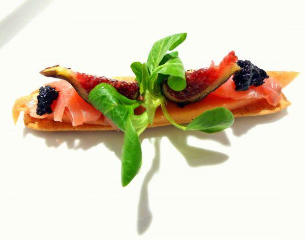Tosta de papaya, bacalao, higos y choconade