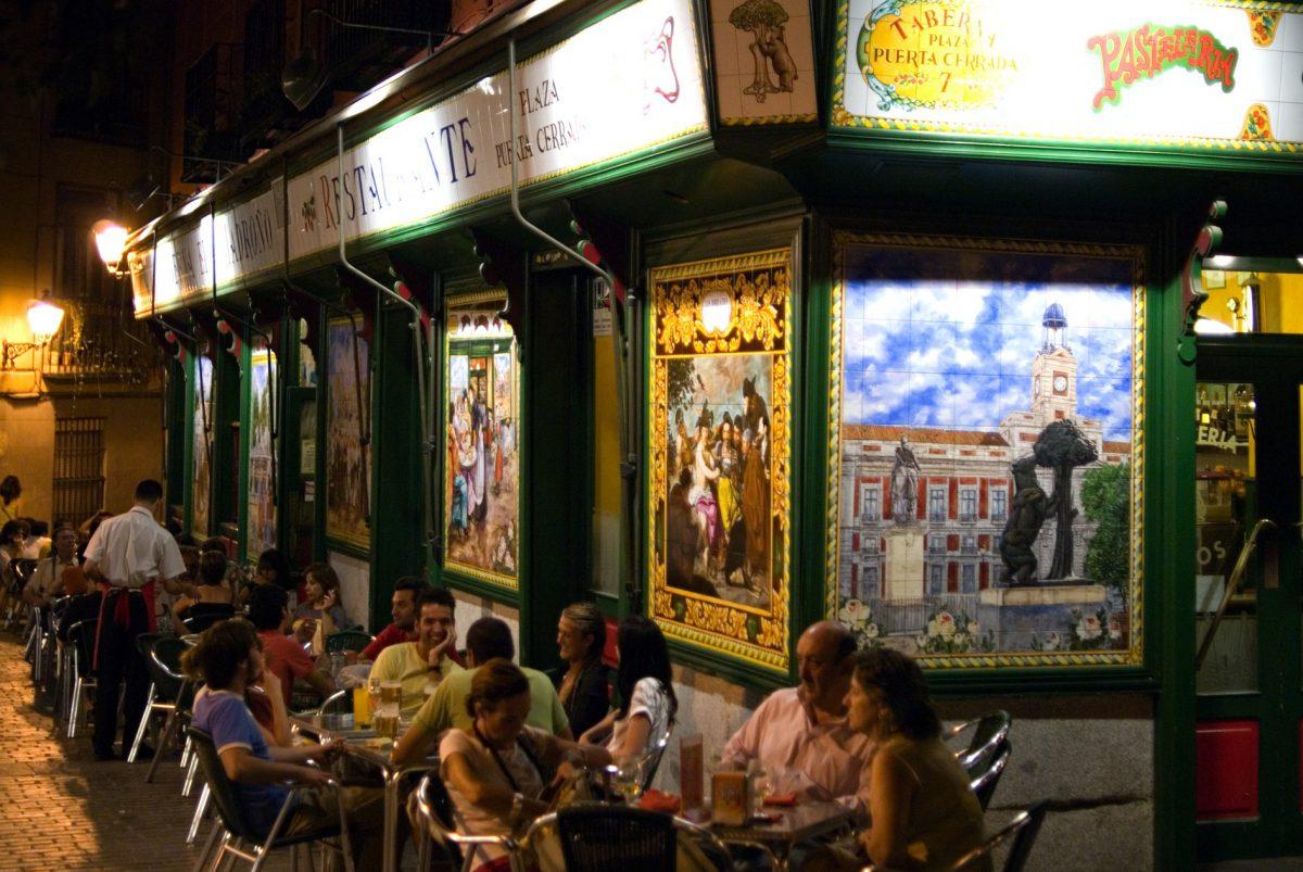 bares y tapas tipicas de madrid cerveza y terraza