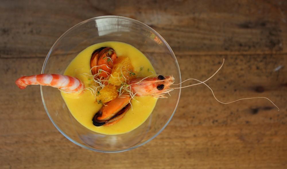 Gazpacho de mandarina con mejillones y langostinos 1