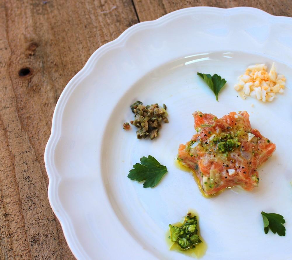 Tartar de salmón, un aperitivo para la Cena de Nochevieja