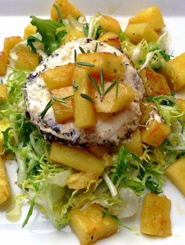 Ensalada de escarola, piña y queso de cabra 1
