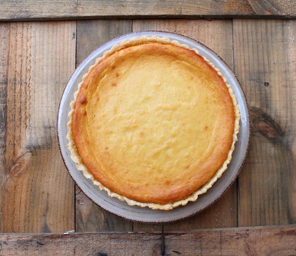Tarta de almendra, queso y mango