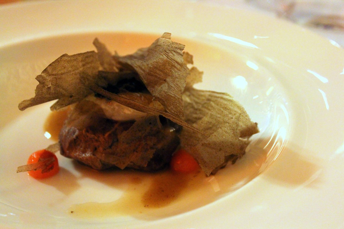 Carrillera de cerdo y carrillera de rape en salsa de Albariño-1