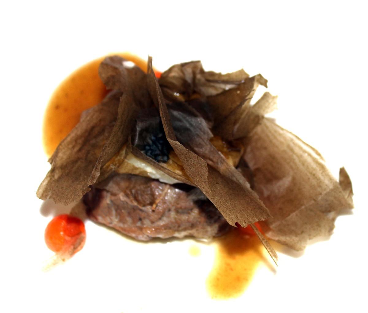 Carrillera de cerdo y carrillera de rape en salsa de Albariño
