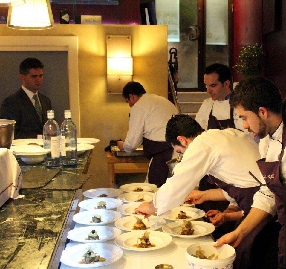 Montaje de platos en El Mesón de Gonzalo - Carrasco entre amigos
