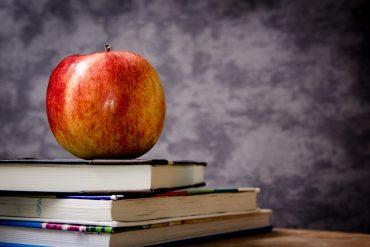 Manzana libros escuela