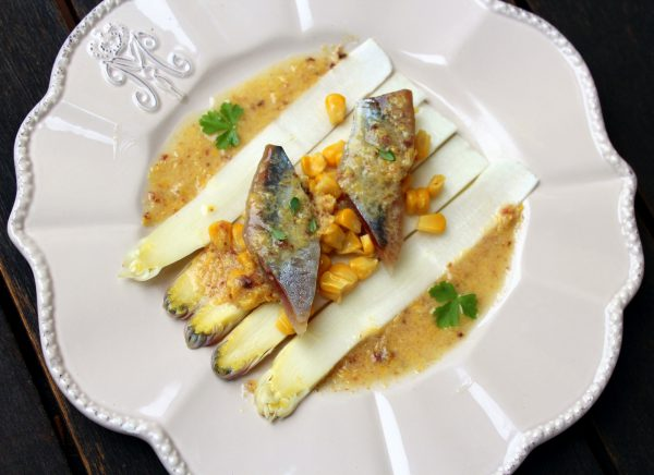 Ensalada de espárragos y sardinas ahumadas