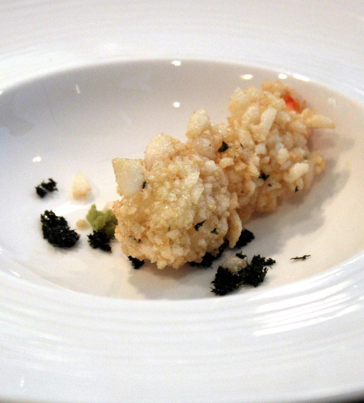 Gamba con rebozado crujiente, wakame y sesamo