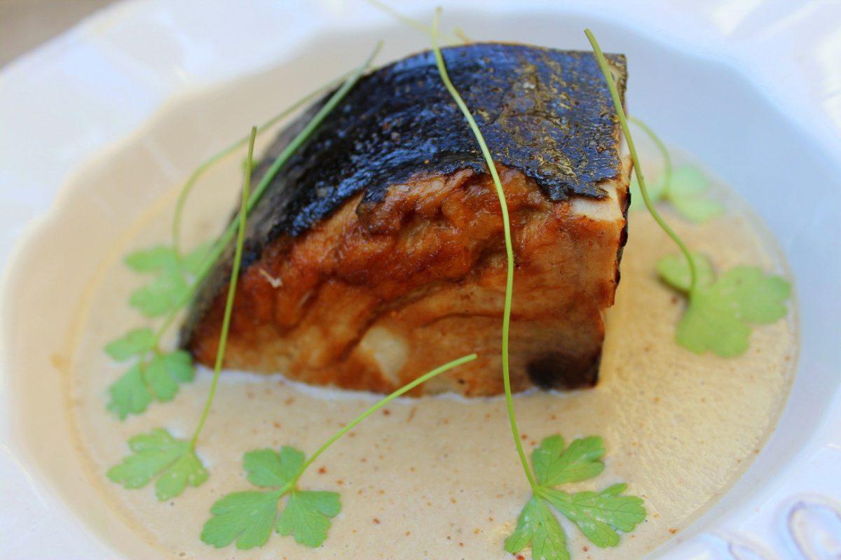 Bonito en salsa de cebolla y champiñones-2
