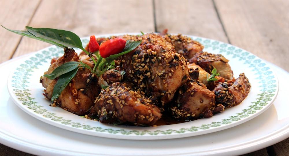 Pollo frito con miel y sésamo