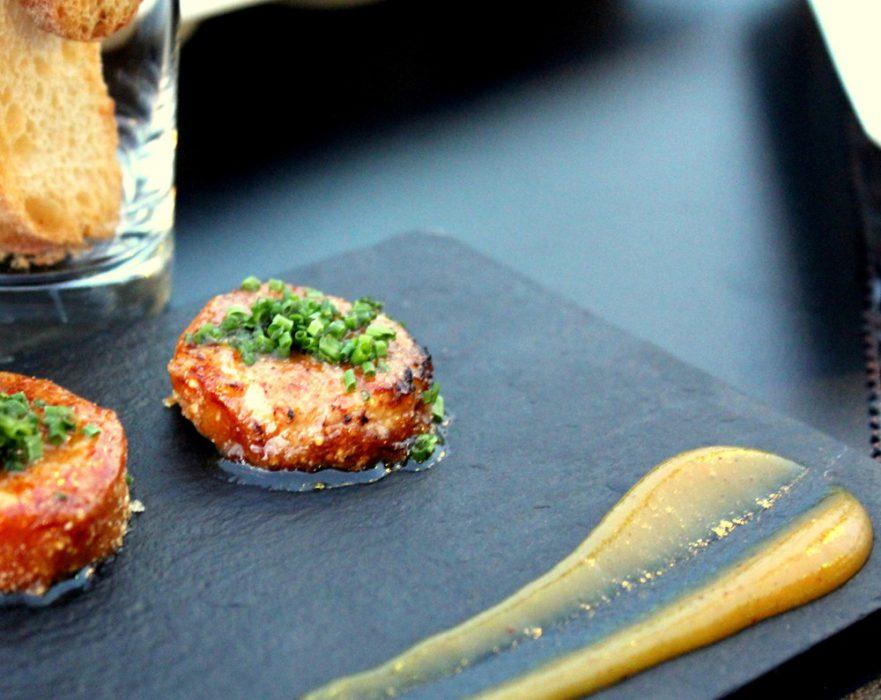 Terrina de foie empanada en polvo de cítricos y chutney de mango -Restaurante Palé