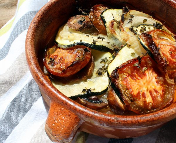 Verduras al horno con jamón y brevas