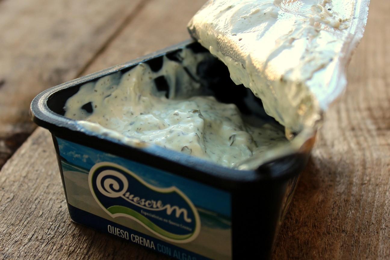 Crema de queso con algas