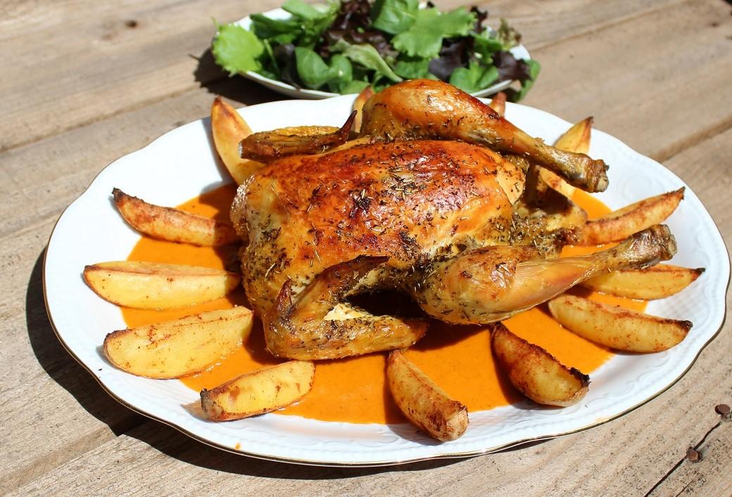 Pollo con verduras y patatas asadas al horno