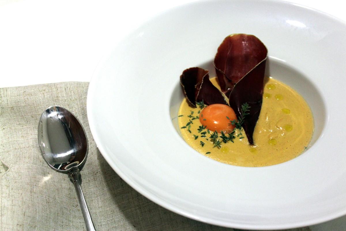 Crema de niscalos, cecina y yema de huevo-1