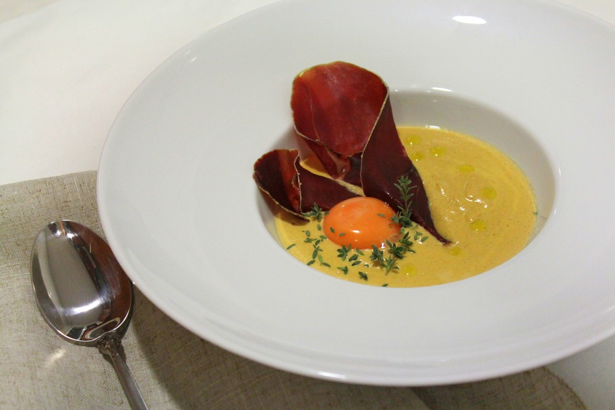 Crema de niscalos, cecina y yema de huevo-4