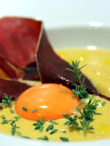 Crema de niscalos, cecina y yema de huevo-5