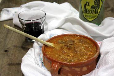 Sopa castellana con vaso de vino