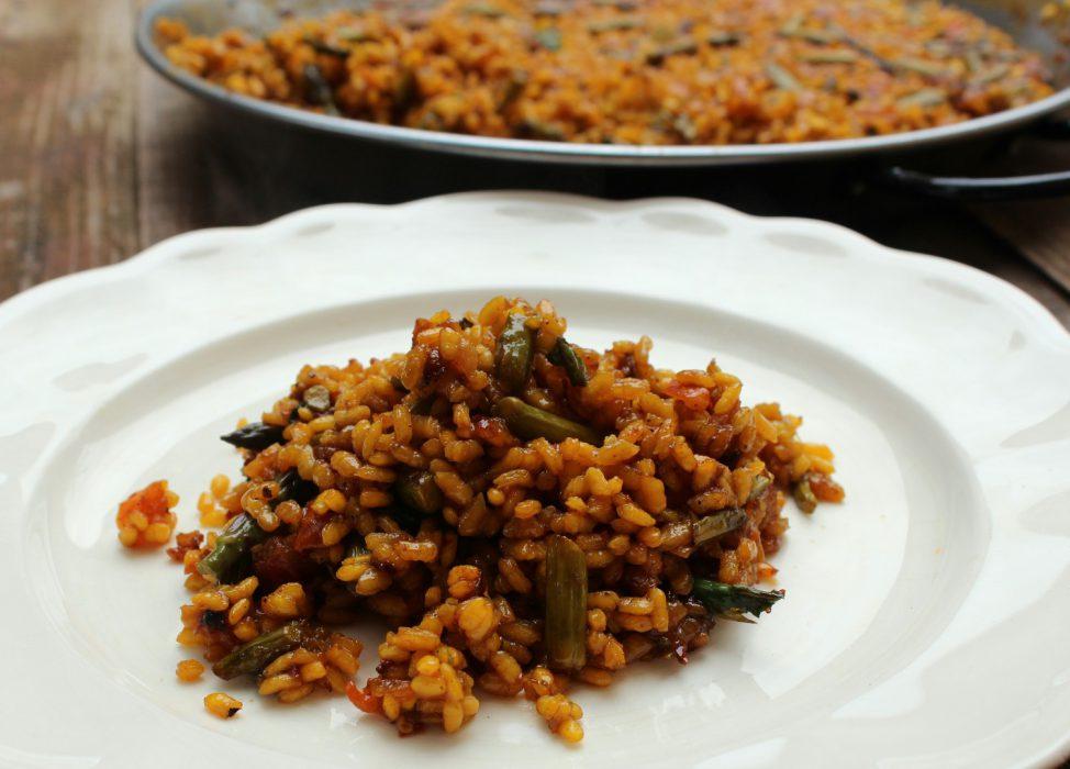 Plato de arroz con espárragos trigueros