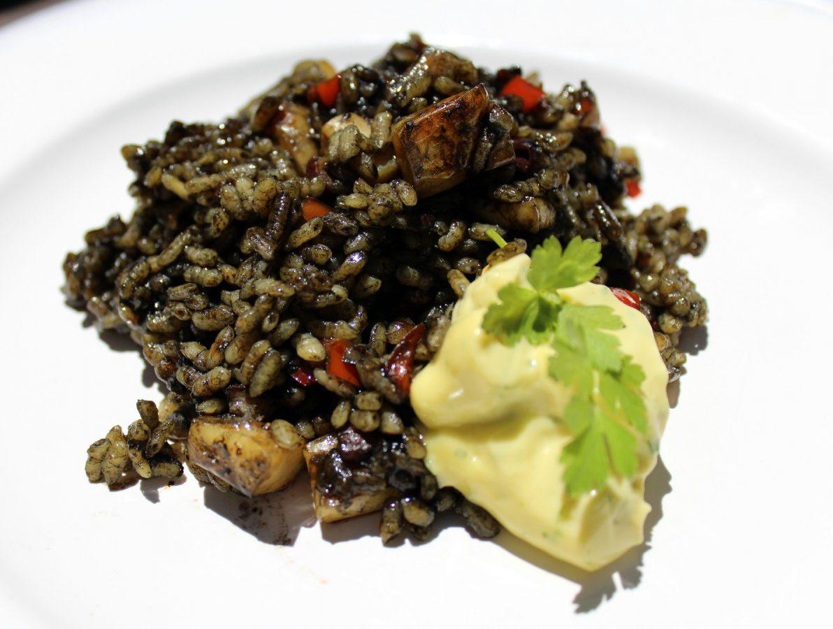 Arroz negro con sepia y Alioli, una receta deliciosa para disfrutar