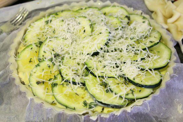 tarta salada de calabacines y espárragos trigueros