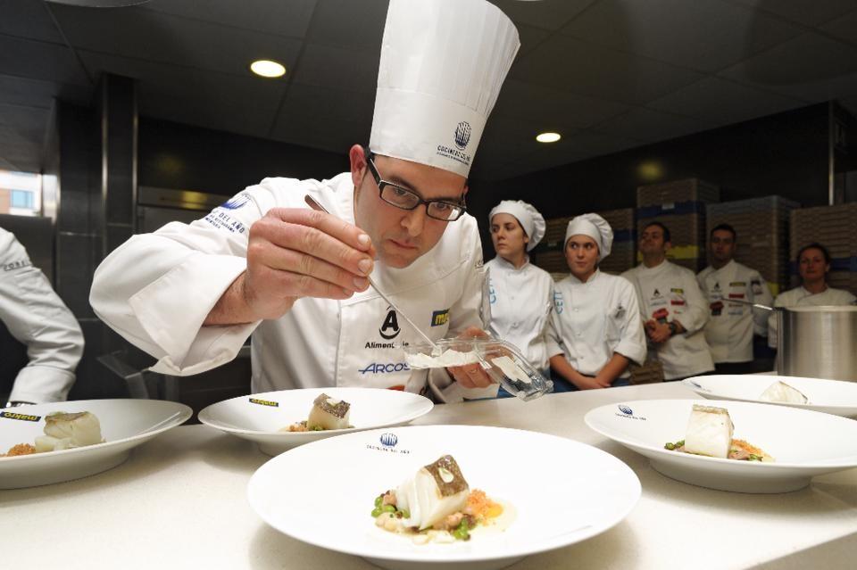 Albert Ortiz, ganador de la cuarta semifinal del Concurso Cocinero del Año