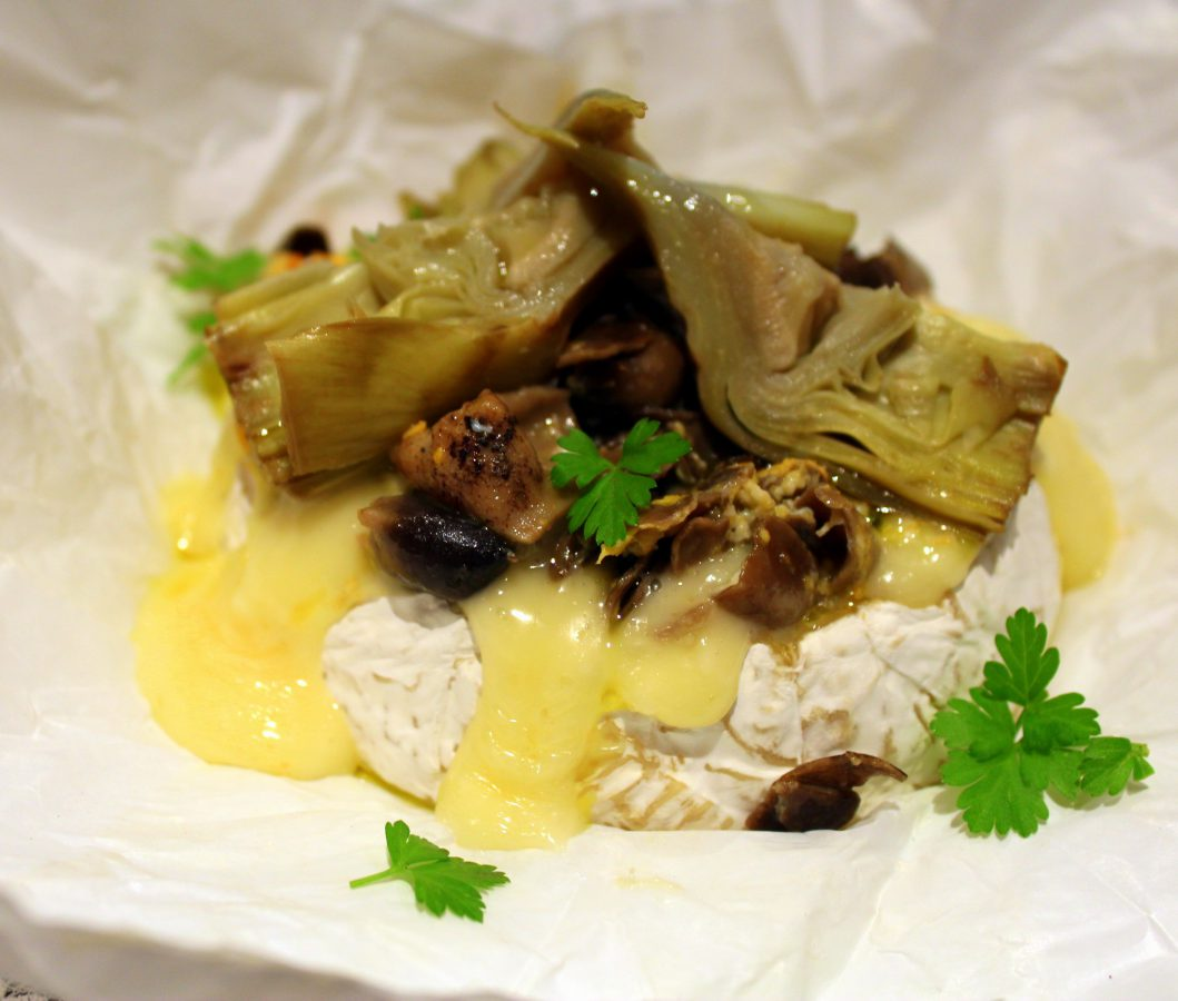 Queso camembert relleno de setas y alcachofas