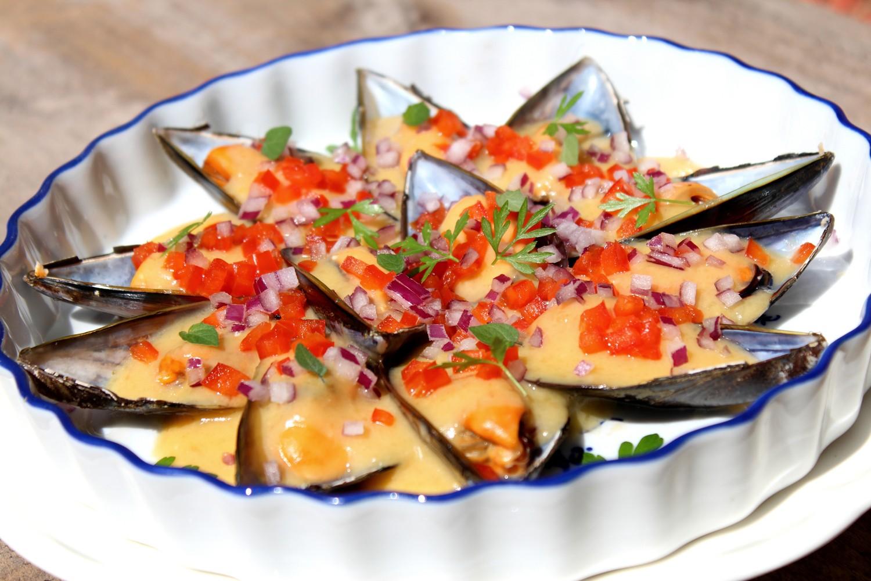 mejillones con salsa de azafrán