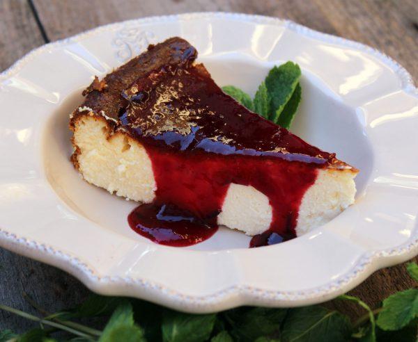 Tarta de queso con mermelada de frutos rojos