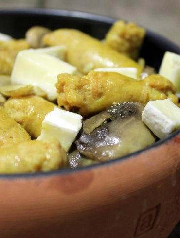 judias verdes con salchichas al curry