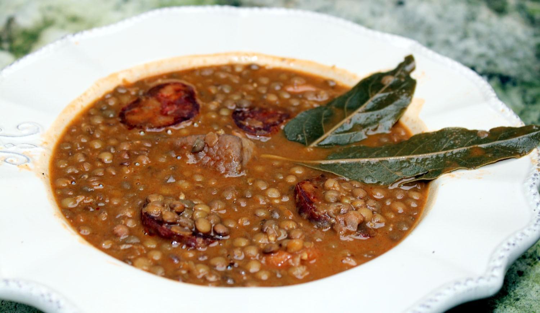 Como hacer lentejas con chorizo la receta m s tradicional - Lentejas con costillas y patatas ...