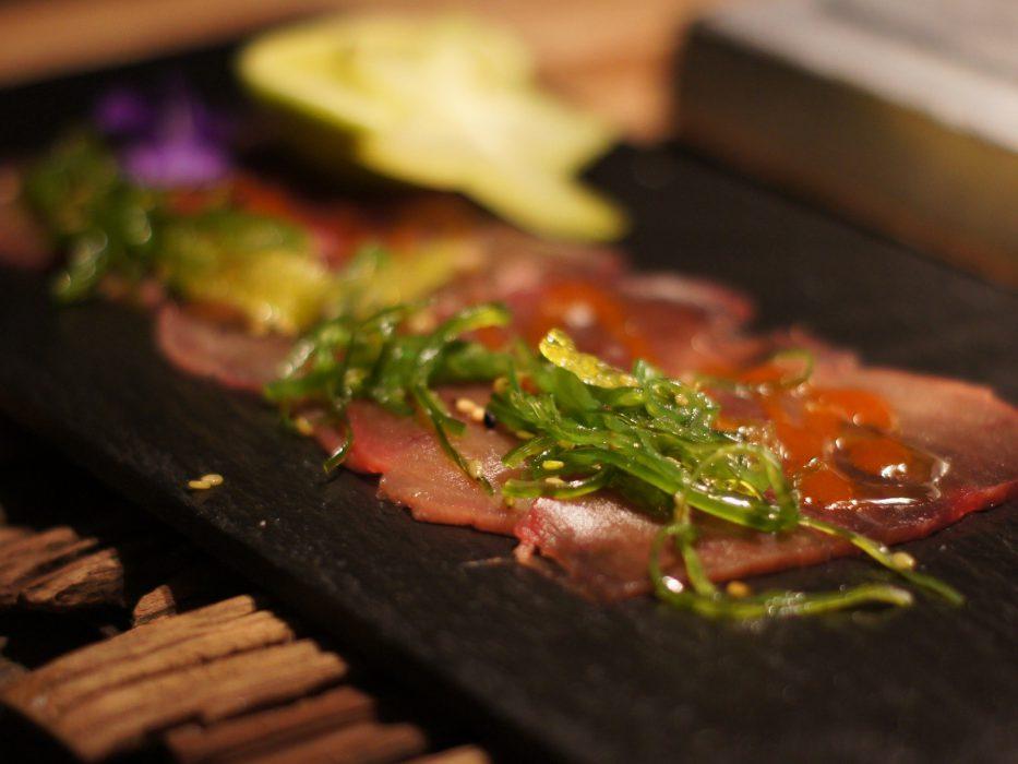 carpaccio de atún con algas (2)
