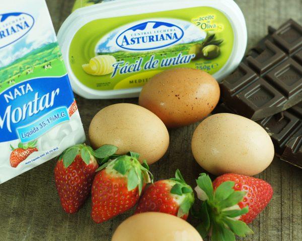 Ingredientes de la Tarta de Chocolate con nata y fresa