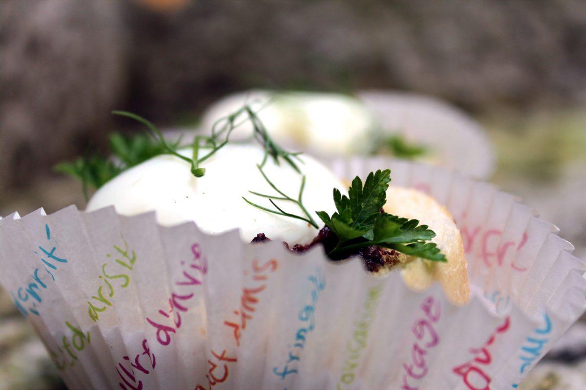 panecillos rellenos con crema de morcilla y huevo poche-5