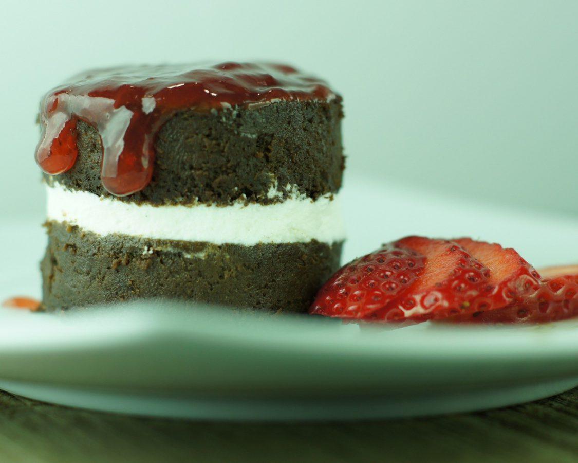 Tarta de Chocolate con nata y fresa (4)