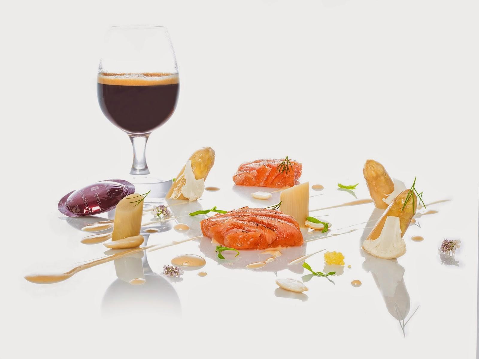 NespressoGourmetWeeks_PacoRoncero_Ventresca de salmón con espárragos blancos, hierbas anisadas y licuado de café_01