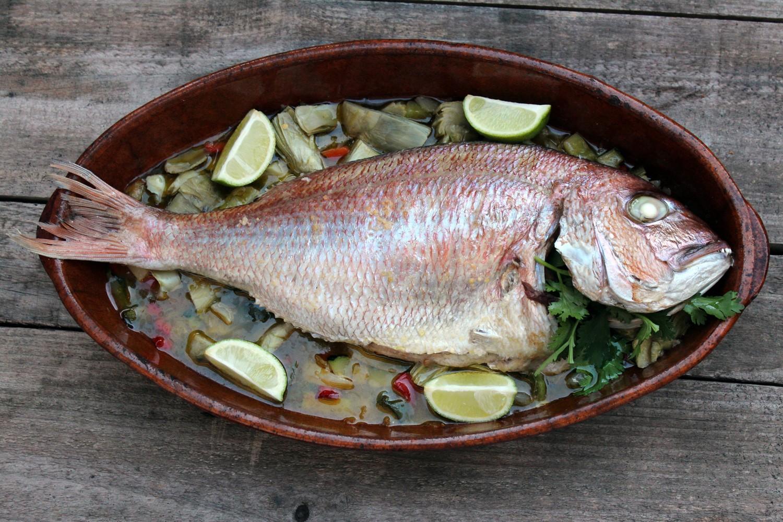 pescado al horno con guarnición