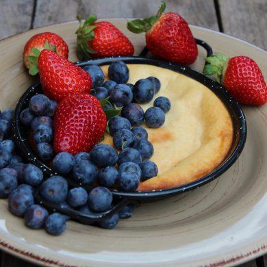 tarta de queso y leche condensada con frutos rojos